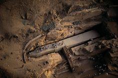 YannArthusBertrand2.org - Fond d écran gratuit à télécharger || Download free wallpaper - L'Obélisque inachevé, Assouan, Égypte (24°01' N - 32°58' E).
