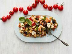 Välimerellinen feta-pastasalaatti saa makua oliiveista sekä basilikan- ja persiljanlehdistä. Tämä ruokaisa kreikkalaistyylinen salaatti maistuu vaikka...