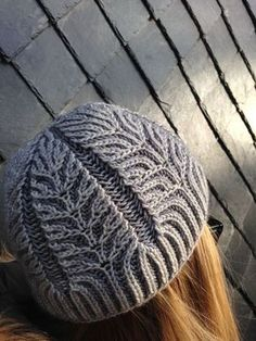 Cable pattern knitting scarf