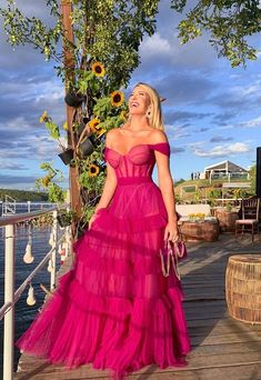 Vestido De Festa Rosa E Fúcsia: 30 Longo Para Usar Em 2019 - Pronto Para Festa - Color rosa y morado - Glamorous Dresses, Elegant Dresses, Pretty Dresses, Beautiful Dresses, Formal Evening Dresses, Evening Gowns, Strapless Dress Formal, Prom Dresses, Long Dresses
