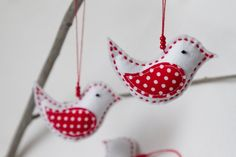 Lovely White Polka Dot Felt Christmas Birds Decoration by bautsino Christmas Bird, Christmas Crafts, Christmas Decorations, Christmas Ornaments, Holiday Decor, Felt Birds, Ana White, Felt Crafts, Advent