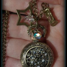 Sautoir mini-montre à gousset étoiles couleur bronze, coeur swarovski