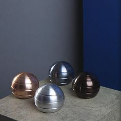 Mezmoglobe is one of the most captivating desk toys ever designed. Spin the metal globe and witness a visual illusion that is deeply hypnotizing. Kinetic Toys, Desk Toys, Liquid Metal, Innovative Products, Hand Spinner, Sensory Activities, Desk Accessories, Illusions, Stationary