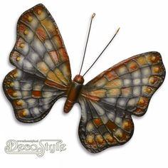 Gietijzeren Vlinder Groen  Prachtige gietijzeren vlinder. Beschilderd in prachtige kleuren. Aan de achterzijde zit een oogje om de vlinder op te kunnen hangen. Staat prachtig op uw terras of tuin, maar kan natuurlijk ook binnen worden gehangen. Materiaal: handbeschilderd Gietijzer Afmetingen: Hoogte: 18 cm (zonder voelsprieten) Breedte: 24 cm Diepte: 2 cm CAST IRON BUTTERFLY GREEN