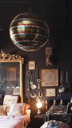Timeless Fashion, Vintage Fashion, Cristian Dior, Photography Tips Iphone, Fashion Dictionary, Magic Hour, Disco Ball, Fashion Show, Fashion Design