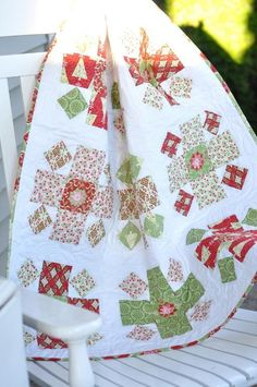 It's Free Pattern Friday! Visit the Craftsy blog for a fresh roundup of our favorite free patterns, including the free pattern for this lovely Christmas-inspired baby quilt.