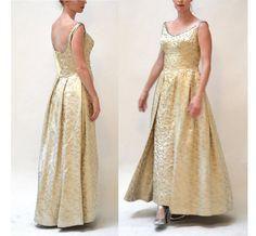 1940 Vintage Wedding Dress Great Gatsby retro by Hookedonhoney on Etsy Wedding Dress Sizes, Wedding Gowns, Metallic Gold Dress, Embellished Skirt, 50s Vintage, Large Size Dresses, Fitted Bodice, Gatsby, Retro