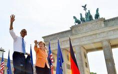 Das Setting könnte nicht schöner sein: Brandenburger Tor im Sonnenschein, Angela Merkel und Barack Obama. Doch beim Auftritt auf dem Evangelischen Kirchentag geht es nicht um Wahlkampf. Oder doch?