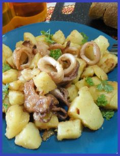 Tasty and tasty recipe of cold squid in salad. # recipe Tasty and tasty recipe of cold squid in salad. Summer Recipes, Great Recipes, Squid Dishes, Calamari Recipes, Cooking Recipes, Healthy Recipes, Carne, Potato Recipes, I Love Food