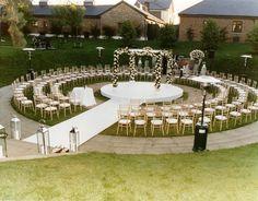 Risultati immagini per outdoor wedding decor ideas Wedding Goals, Wedding Themes, Dream Wedding, Wedding Decorations, Wedding Day, Trendy Wedding, Autumn Wedding, Wedding Designs, Boho Wedding