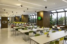 Mahlzeit - hier ist man gerne mit seinen Kollegen zu Mittag #Mitarbeiterspeisesaal  #work #lunch #Vitra #HAL #takeaseat  #colourful #interiordesign #createidentity #area