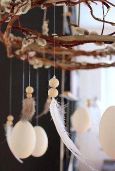 Nachdem wir die sibirische Kältewelle überstanden haben, ist es jetzt an der Zeit, dem Frühling Platz zu machen. Farbenfrohe Blumensträuße, pastellfarbene Accessoires und viel Sonnenlicht erhellen von nun an wieder unser Zuhause. In weniger als einem Monat stehen die Osterfeiertage vor der Tür und ähnlich wie zu Weihnachten gibt es für diese Zeit wunderschöne Dekoration, um uns jetzt schon ein wenig festlich zu stimmen. Von den folgenden 10 Oster-DIY-Ideen der Community könnt ihr euch…