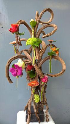Workshops - Alexander Meesterbloembinder Modern Flower Arrangements, Flower Show, Gerbera, Ikebana, Plant Hanger, Flower Designs, Creative Design, Floral Design, Centerpieces