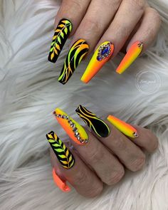 Coffin nails have always been the favorite nails shape for stylish girls. Every season, coffin nails have their color to Bright Summer Acrylic Nails, Best Acrylic Nails, Summer Nails, Ongles Bling Bling, Bling Nails, Nail Art Designs, Acrylic Nail Designs, Crazy Nail Designs, Acrylic Art