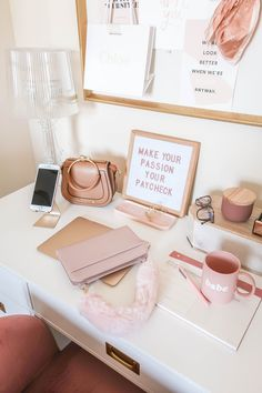 Home office chic work desk 18 Ideas Home Office Design, Home Office Decor, Home Decor, Work Desk Decor, Pink Office Decor, Office Designs, Library Design, Pink Desk, Uo Home