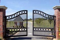 48 Steel Gate Design Idea is Perfect for Your Home - decortip Front Gate Design, Steel Gate Design, House Gate Design, Main Gate Design, Door Gate Design, Fence Design, Garden Design, Wrought Iron Driveway Gates, Metal Gates