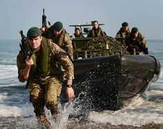 Royal Marines exercise in Cornwall Sas Special Forces, Special Ops, British Armed Forces, British Soldier, British Army Regiments, Marine Commandos, Landing Craft, We Will Rock You, Navy Marine