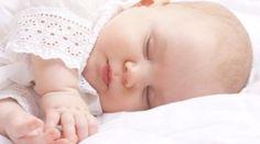 Mit diesen 10 Experten-Tipps kann Dein Baby schlafen lernen und entwickelt einen guten Schlafrhythmus.
