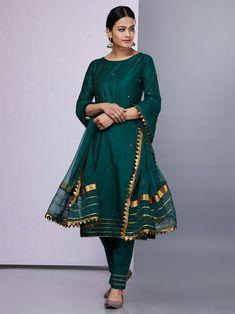 10 Fashionable Styles of Wearing A Dupatta Simple Pakistani Dresses, Pakistani Fashion Casual, Pakistani Dress Design, Indian Fashion Modern, Muslim Fashion, Silk Kurti Designs, Kurta Designs Women, Kurti Designs Party Wear, Stylish Dresses