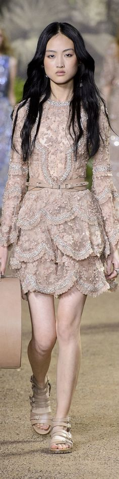 Elie Saab Spring 2016 Couture Fashion Show Fashion Moda, High Fashion, Fashion Show, Fashion Design, Dress Fashion, Couture Fashion, Runway Fashion, Paris Fashion, Sexy Dresses