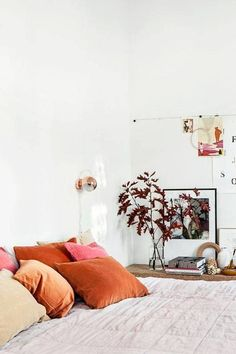 orange-pillow-bedroom