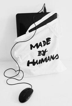 10 Kriterien + 11 Onlineshopempfehlungen in Deutschland für jedweden Bedarf I fair shoppen I ob Longboard oder Schulheft, Sofa oder Staubsauger, Bikini oder Magazin, Brotdose oder Ohrring, Babydecke oder Gartenschaufel, Butterschleuder oder Haarseife, Klebeband oder Kunstdruck, Kondome oder Kopfhörer, Fahrrad oder Bettdecke, Tapeten oder Taschen, Uhren oder Lippenstift, Pflanzen oder Tiernahrung, ... I von Minza will Sommer Ethical Fashion, Zero Waste, Drawstring Backpack, Backpacks, Bikini, Sustainable Living, Bags, Beautiful, Inspiration
