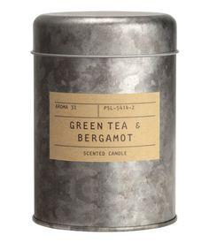 Sølv/Green Tea-Bergamot. Duftlys i metalbeholder med papiretiket. Diameter 7,5 cm, højde 11 cm. Brændetid 30 timer.