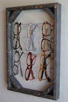 Sunglass & Eyeglass Holder Rack Display by theBoxandWhisker, $40.00  Buenísimo y fácil de hacer