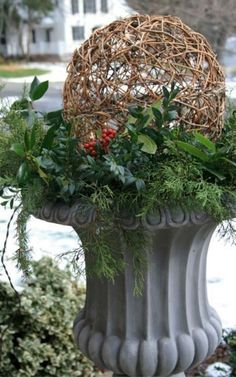 16 Festive Outdoor Decorating Ideas that Will Get You In The Holiday Spirit — Crazy Blonde Life Outdoor Christmas Planters, Christmas Urns, Christmas Greenery, Christmas Wreaths, Winter Porch, Winter Garden, Outdoor Christmas Decorations, Holiday Decor, Winter Planter