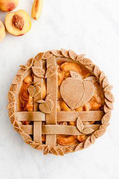 peachmoji pie - crust design for pie - Torten Creme und Co. Pie Dessert, Dessert Recipes, Creative Pie Crust, Pie Crust Designs, Pie Decoration, Pies Art, Thanksgiving Pies, Pie Crust Recipes, Sweet Pie