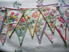 embroidered buntings... DIY with vintage linens? Embroidery Hoop Crafts, Vintage Embroidery, Machine Embroidery, Embroidery Designs, Embroidery Thread, Isosceles Triangle, Vintage Table, Vintage Dishes, Pennant Banners