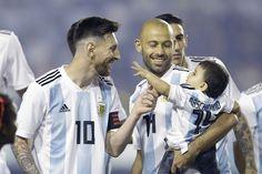 Messi, Mascherano y su hijo, en la previa del partido ante Haití