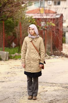 Homeland - Season 1 Episode Still. Carrie, great tv show. Homeland Tv Series, Carrie Mathison, Homeland Season, Morena Baccarin, Claire Danes, Great Tv Shows, Season 1, Favorite Tv Shows, Winter Jackets