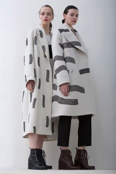 Graphic painterly print coats; monochromatic fashion // Christian Wijnants Fall 2016