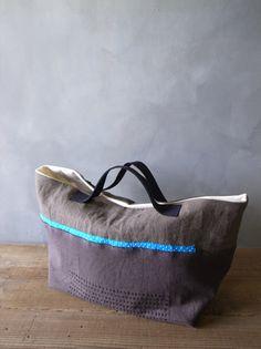 shape, handles, blue stripe