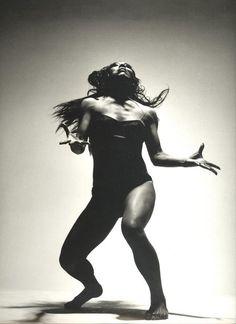 photo yoga noir et blanc / photo yoga ; photo yoga noir et blanc ; Alvin Ailey, Music Flow, Dance Dreams, African Dance, Belly Dancing Classes, Dance Movement, Body Movement, Figure Poses, Poses References