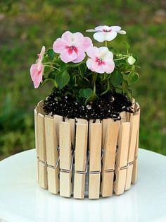Mini Picket Fence Flower Pots from Big Bear's wife. Check out her flower cup Mini Picket Fence F Diy Flowers, Flower Pots, Flower Planters, Green Flowers, Diy Planters Outdoor, Fleurs Diy, Arts And Crafts, Diy Crafts, Amazing Gardens