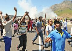 Protesters stormed the Cape Town city centre in an illegal march, demanding land for housing and decent sanitation. South Africa, Cape, March, Concert, News, World, Mantle, Cabo, Concerts
