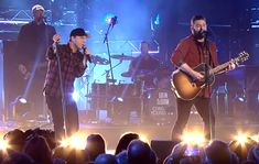 CMT CROSSROADS: CHRIS YOUNG AND GAVIN DEGRAW [PERFORMANCE VIDEOS] Top Country Songs, Country Music News, Country Music Singers, Country Boys, Chris Young Concert, Gavin Degraw, Easton Corbin, Dustin Lynch, Justin Moore