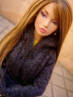 Poppy Parker ◉◡◉ love the sweater and the hair colour!