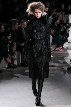 Alexander McQueen Fall 2015 Ready-to-Wear Collection
