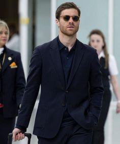 Foto:  El centrocampista español del FC Bayern Múnich, Xabi Alonso, camina por el aeropuerto de Múnich. EFE