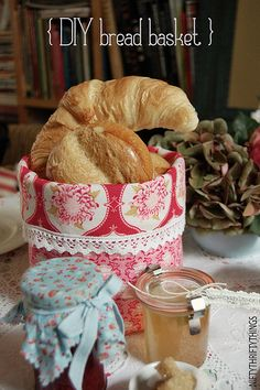 {DIY bread basket} on http://www.niftythriftythings.com