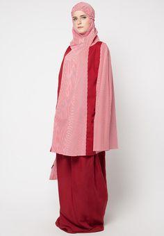 Ulya Casimira from Tatuis in red_2 Muslim Fashion, Hijab Fashion, Prayer, Model, Photography, Inspiration, Outfits, Eid Prayer, Biblical Inspiration