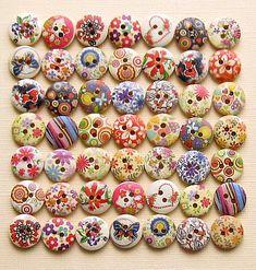 100 Painted Wood Buttons Floral Assortment door BohemianFindings