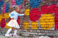 Mała Inspiracja znowu inspiruje  Tym razem uroczym, pastelowym komplecikiem  Niebieska bluzeczka została uszyta z drukowanego u nas cienkiego woalu, wręcz idealnego na ciepłe, słoneczne dni. Spódniczka powstała z naszej popeliny   http://malainspiracja.blogspot.com/