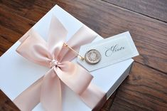 Will You Be My Bridesmaid Box. Unfilled Box) Bridesmaid Propo – Confetti Momma Source by sa Bridesmaid Gift Boxes, Bridesmaid Proposal Gifts, Be My Bridesmaid Cards, Will You Be My Bridesmaid, Bridemaid Box, Luxury Bridesmaid Gifts, Brides Maid Proposal, Bridesmaids, Bridesmaid Dresses