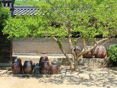 트래블러루앙프라방의 【한국민속촌】  #여행 #용인여행 #용인 #한국민속촌  #트래블러루앙프라방 #오늘의여행기  Korea Folk Village in Yongin, Gyeonggi Province, Korea.  2014. 05. 05.  자세한 여행기 여행노트 URL: http://www.tnote.kr/story/20536  밤새 안녕하신가요? 어제는 다음과 네이버의 뉴스를 분석하며 댓글 달고 일베충과 댓글 알바들의 움직임이 어느 정도인지 파악하며 언제 메르스 물타기가 시작되는지 추이를 지켜보느라 정신이 없었습니다.  그래도 아직 미국으로 패션쑈 간다는 분의 지지율은 34%네요.  모두 힘내서 정보화시대에 국민의 정보룰 통제하며 당연한 권리를 묵살하고 협박도 서슴지 않는 저들에게 큰 일침을 가해야 할 시점입니다.