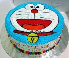 Round Doremon Face Cakes