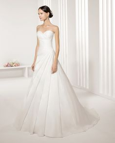 Vestido de noiva de organza. Coleção Rosa Clará Two 2016